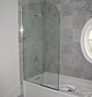 Frameless Curved Panel on Tub