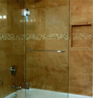 Frameless Hinged Door on Tub